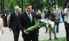 Никодијевић положио венац на спомен-обележје на Калемегдану