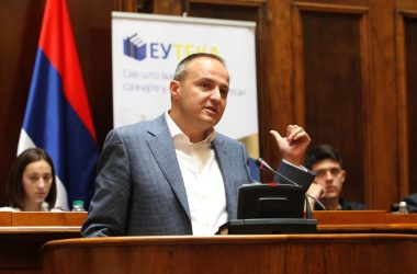 Дејан Раденковић у Народној скупштини на завршној дебати Европске школе дебате