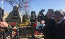 """Aleksandar Antić položio venac na spomen obeležju """"Glasnik sa Straževice"""""""