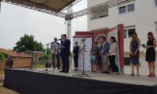 Ivica Dačić: U Vršcu svečano uručeno 20 ključeva za stanove u okviru realizacije Regionalnog stambenog programa
