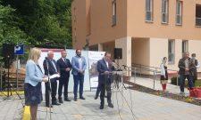 Дачић у Крупњу: За вас је ово нови почетак, а за нас својеврсна хуманитарна и морална обавеза