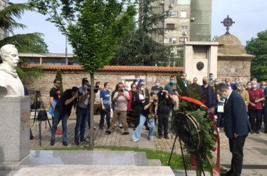 Ивица Дачић и Никола Никодијевић положили венце на гроб Димитрија Туцовића