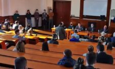 Ружић са студентима Правног факултета у Београду о значају имунизације